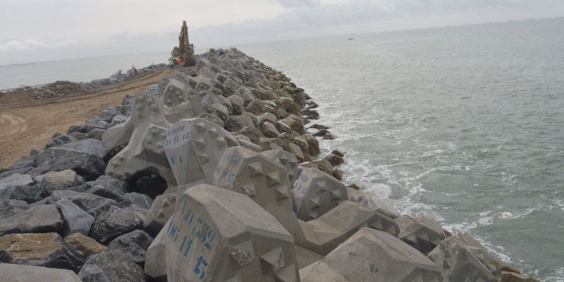 Port de Cotonou : prolongement de la digue ouest blocs ACCROPODE™ II