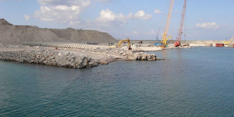 construction de digues du port d'Hallaniyat