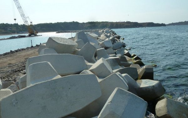Construction of the fishing harbour of Chernomoretz in Bulgaria